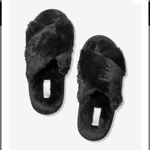 PINK CROSS OVER FAUX FUR BLACK SLIPPER